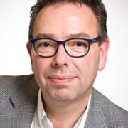 Voorganger en dirigent van het koor Henk Kemper